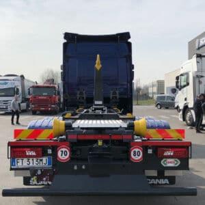 Camion scarrabile con allestimento speciale