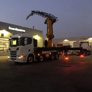 Camion con gru e allestimento speciale