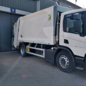 Camion raccolta rifiuti con allestimento personalizzato
